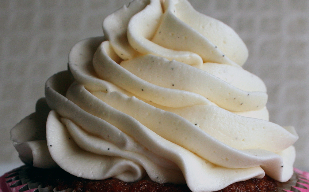 How To Ice A Cake With Whipped Cream Frosting